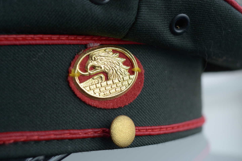 083d2e9e5 Policajná čiapka - Rakúsko - veľkosť 57 - Dr.Cash, gold & vintage